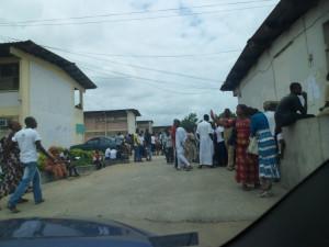Rentrée des classes / Un moment de stress pour les parents Lycée-moderne-abobo-300x225